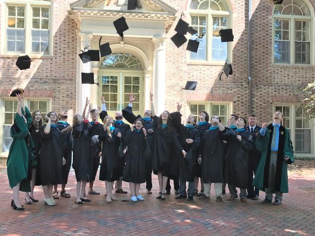 2018 grads cap toss